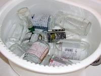 びんを洗う