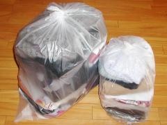 処分する服2袋