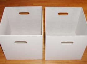 白い収納箱