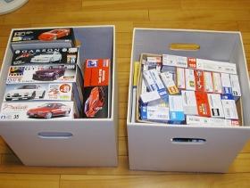 箱を白い収納箱に収める