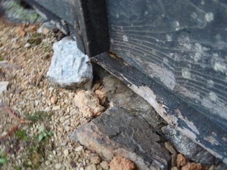 小屋の巣の入り口