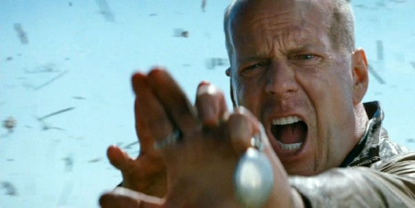 Bruce-Willis-in-Looper-2012-Movie-Image-600x301[1]