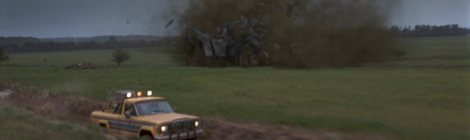 twister-movie-jan-de-bont-car-barn-destruction[1]