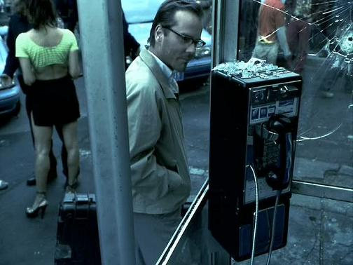 Kiefer-in-Phone-Booth-kiefer-sutherland-15480023-720-540[1]