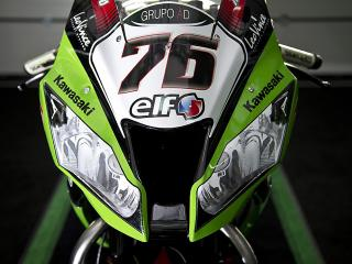 062912-wsbk-kawasaki-zx-10r-fake-headlights-05.jpg