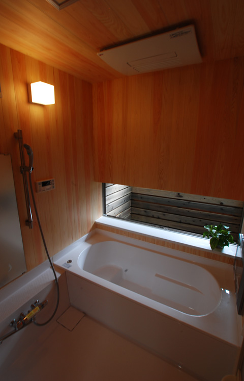 bathW.jpg