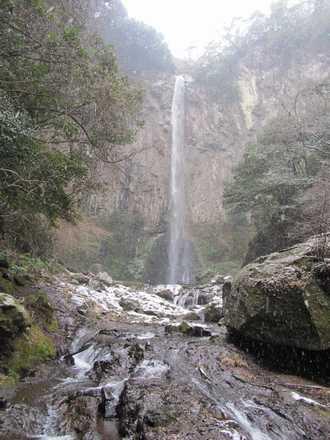 雪の東椎屋の滝