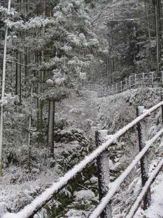 雪の熊野磨崖仏