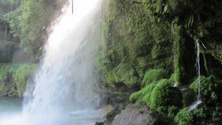 滝の裏 3
