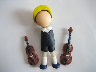 バイオリン人形製作中