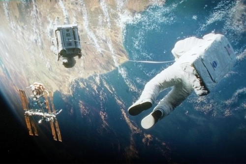 gravity-movie-review-space-2 (800x533)