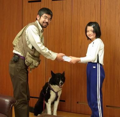 贈呈式(上野さん)