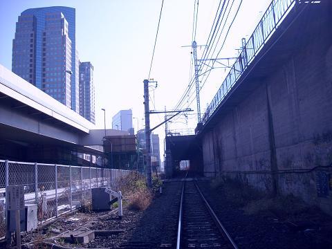東海道本線貨物支線・高島線の三菱ドック踏切D