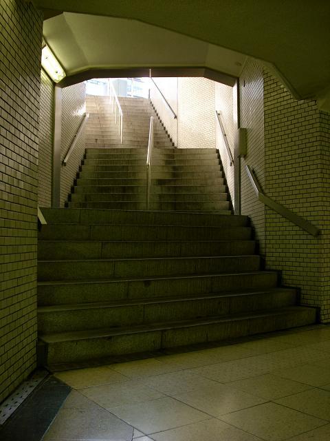ビミョーに向きを変える階段
