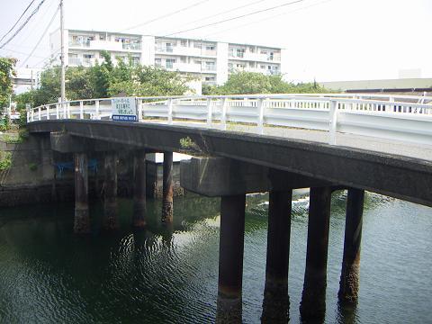 新山下運河の霞橋 A