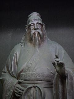 八聖殿 Q 孔子