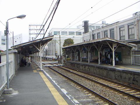 京急の鈴木町駅 E