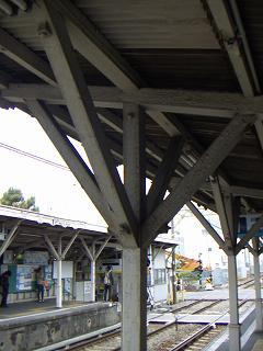 京急の鈴木町駅 G