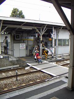 京急の鈴木町駅 I