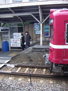 京急の鈴木町駅 L