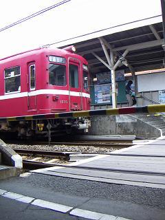京急の鈴木町駅 M
