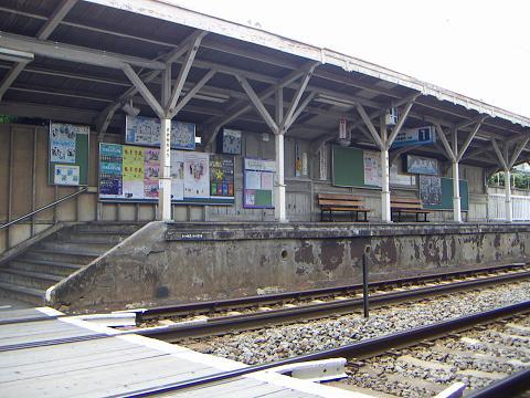 京急の鈴木町駅 N