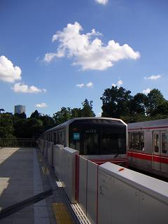 丸ノ内線の四ッ谷駅 B