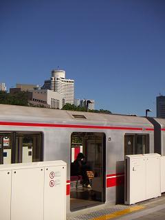 丸ノ内線の四ッ谷駅 C