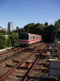 丸ノ内線の四ッ谷駅 F