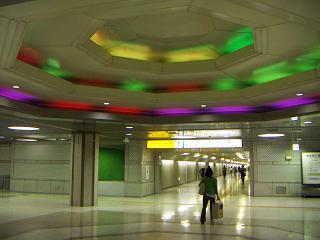 東京駅のレインボーな天井
