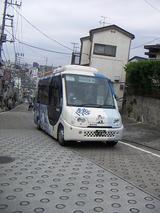 水道道を走るハマちゃんバス