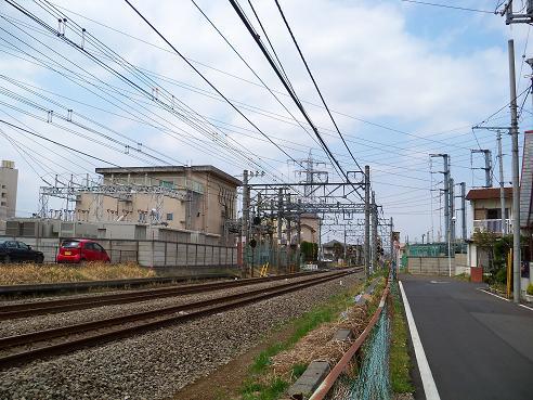 西武新宿線の新所沢第3踏切道@所沢市A