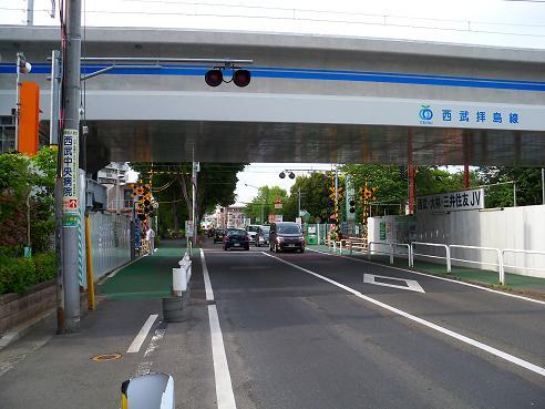 西武拝島線の萩山第3踏切道@小平市C
