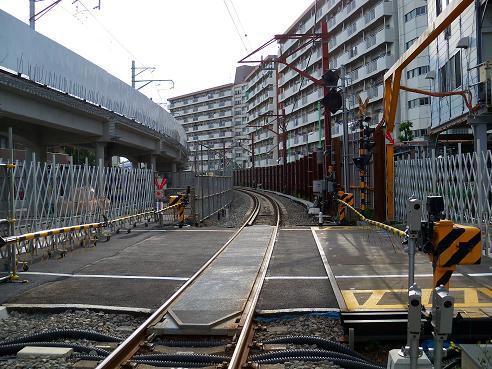 西武拝島線の萩山第3踏切道@小平市J 小川駅方面