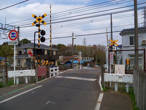 西武新宿線の新所沢第4踏切道@所沢市A