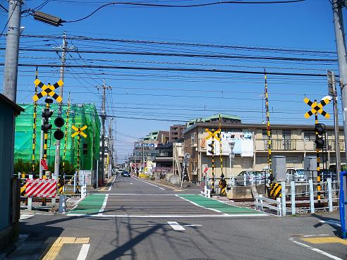 西武新宿線の南大塚第10踏切道@川越市A
