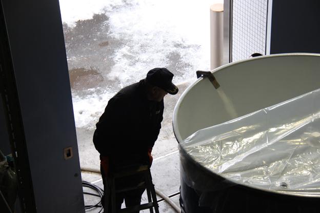 20131212雪なごりの原酒、雪の科学館で長期熟成開始!
