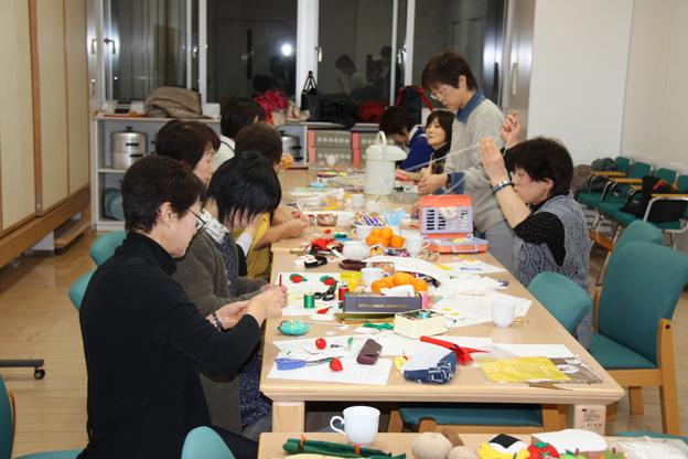 20131220食生活改善協議会が食育用のおもちゃを制作中