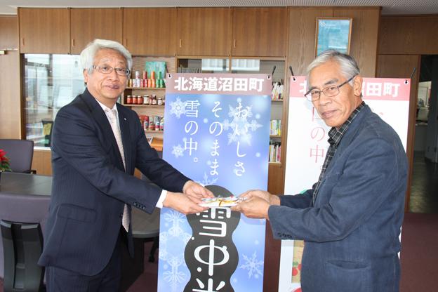 20131220堀田輝幸さんがふるさとづくり基金へ寄付