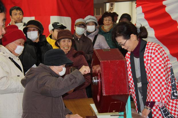 20130102恒例の新春福引抽選会