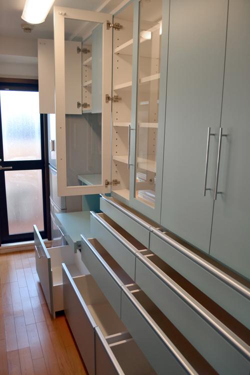 壁面収納型の食器棚