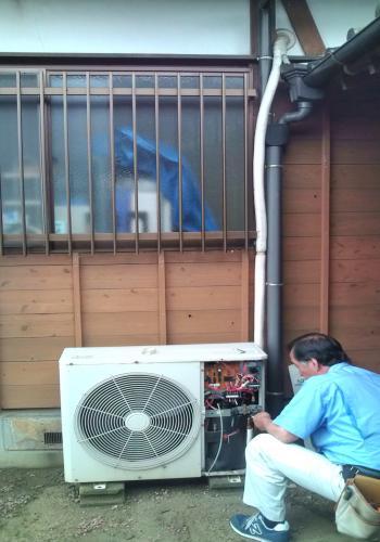 O様邸 エアコン工事 旧エアコン室外機