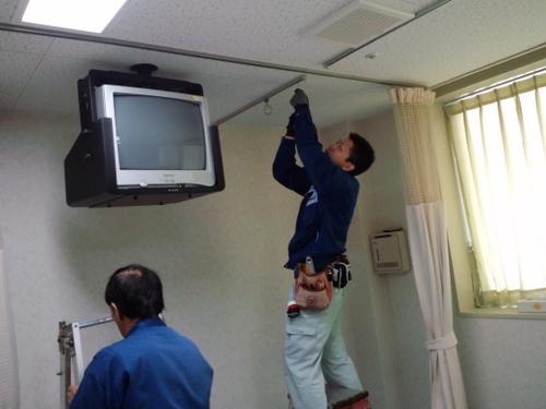 山口市阿知須 D施設様 シャープ LC-32E8 天井吊り下げ工事