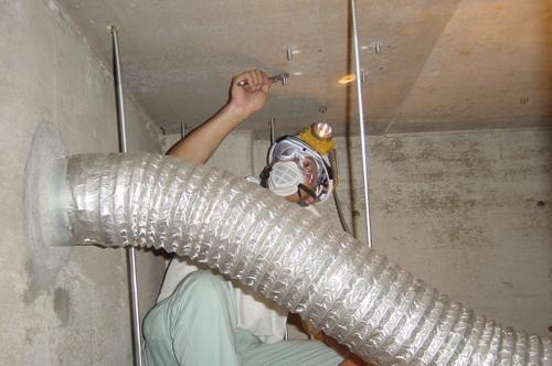 山口市阿知須 N様 天井吊り下げテレビ 取替工事 天井裏 アンカー作業1