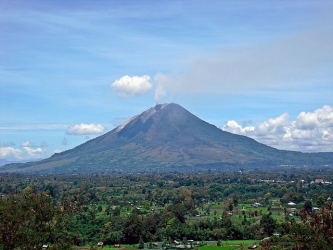 640px-Sinabung-Gundaling-20100913.jpg