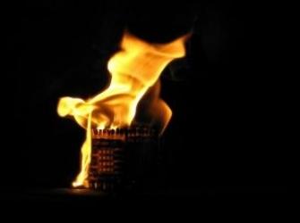 burning-cube_21153200.jpg