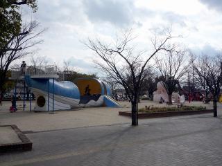 公民館前 遊具広場