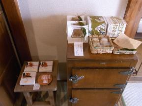 オチコチさんお菓子の棚