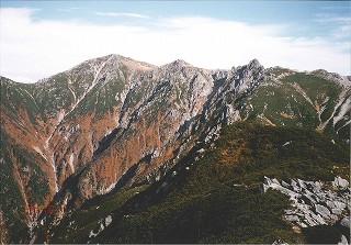 2 駒ケ岳山頂 左から本岳、中岳、宝剣岳