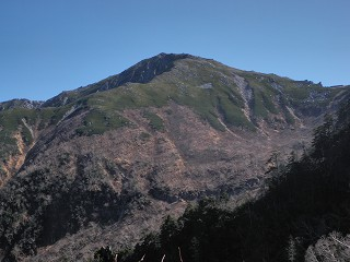 5 七合目付近から本岳を望む